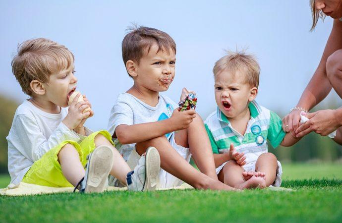 Wyprawka dla niemowlaka – czy warto kupować podkłady do przewijania zaraz po narodzinach dziecka?