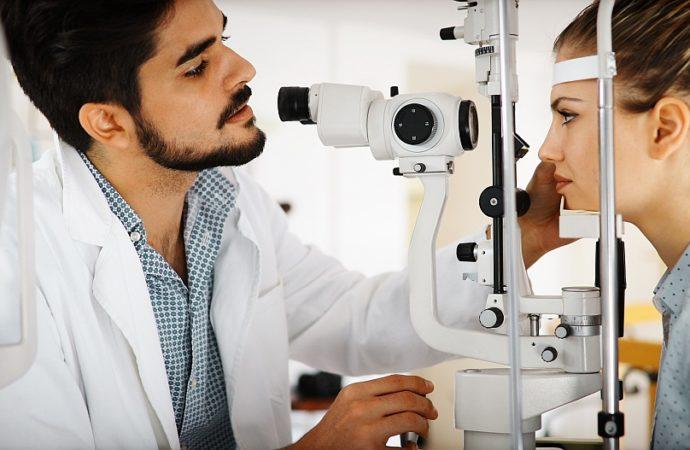 Okulary korekcyjne – pomagają czy szkodzą?