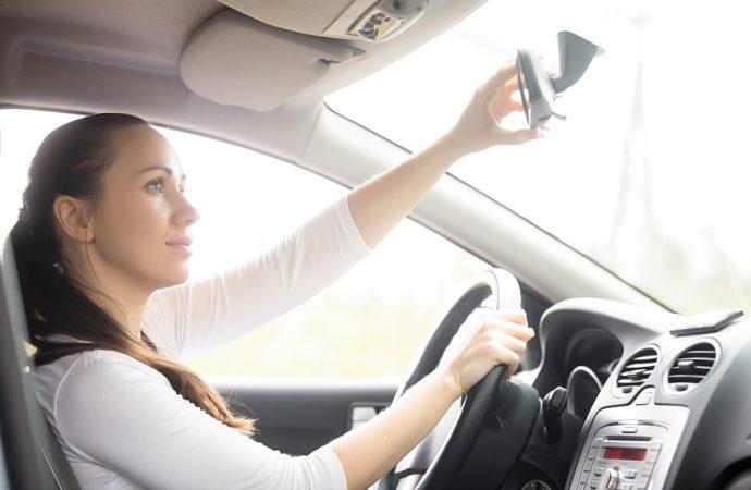 Jakie cechy musi posiadać młody kierowca, aby zdobyć prawko?